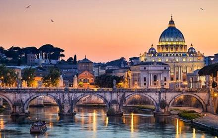 Image of a sunset in the city of Rome