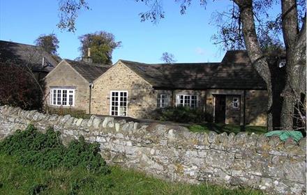 Exterior of Burns Cottage