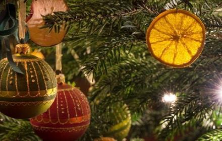 Image of a Christmas tree decorated with baubles and festive fruit