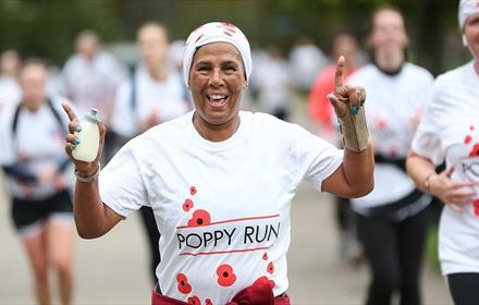 Poppy Run 2021. Runners in poppy print t-shirts