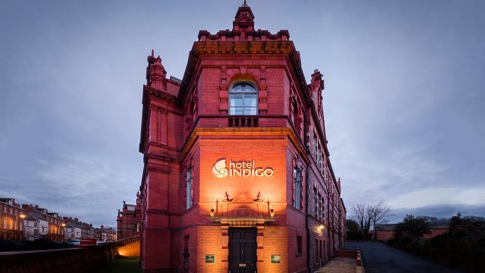 Hotel Indigo External image at night