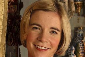 Photo of Lucy Worsley smiling