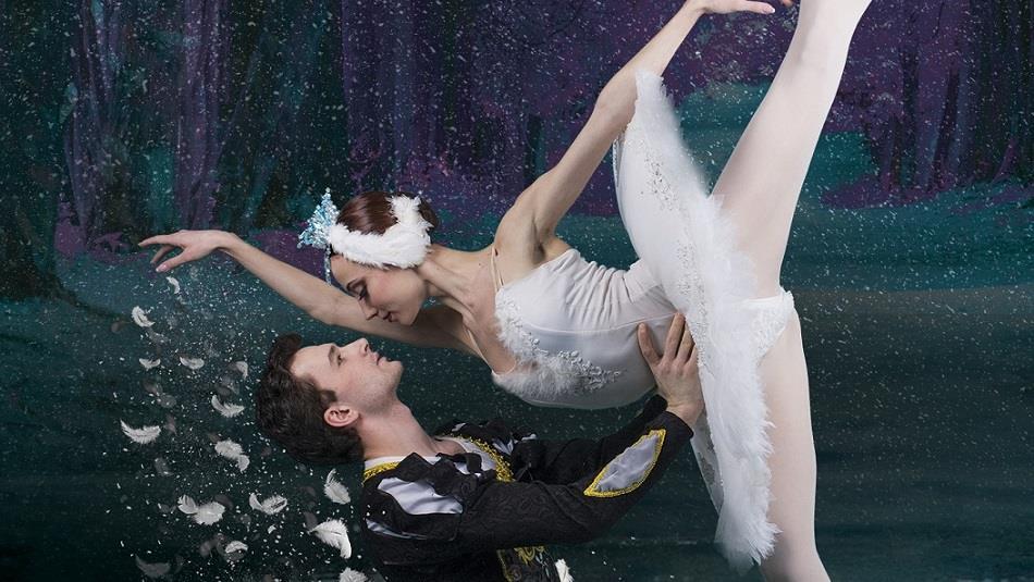 Two ballet dancers performing in Swan Lake