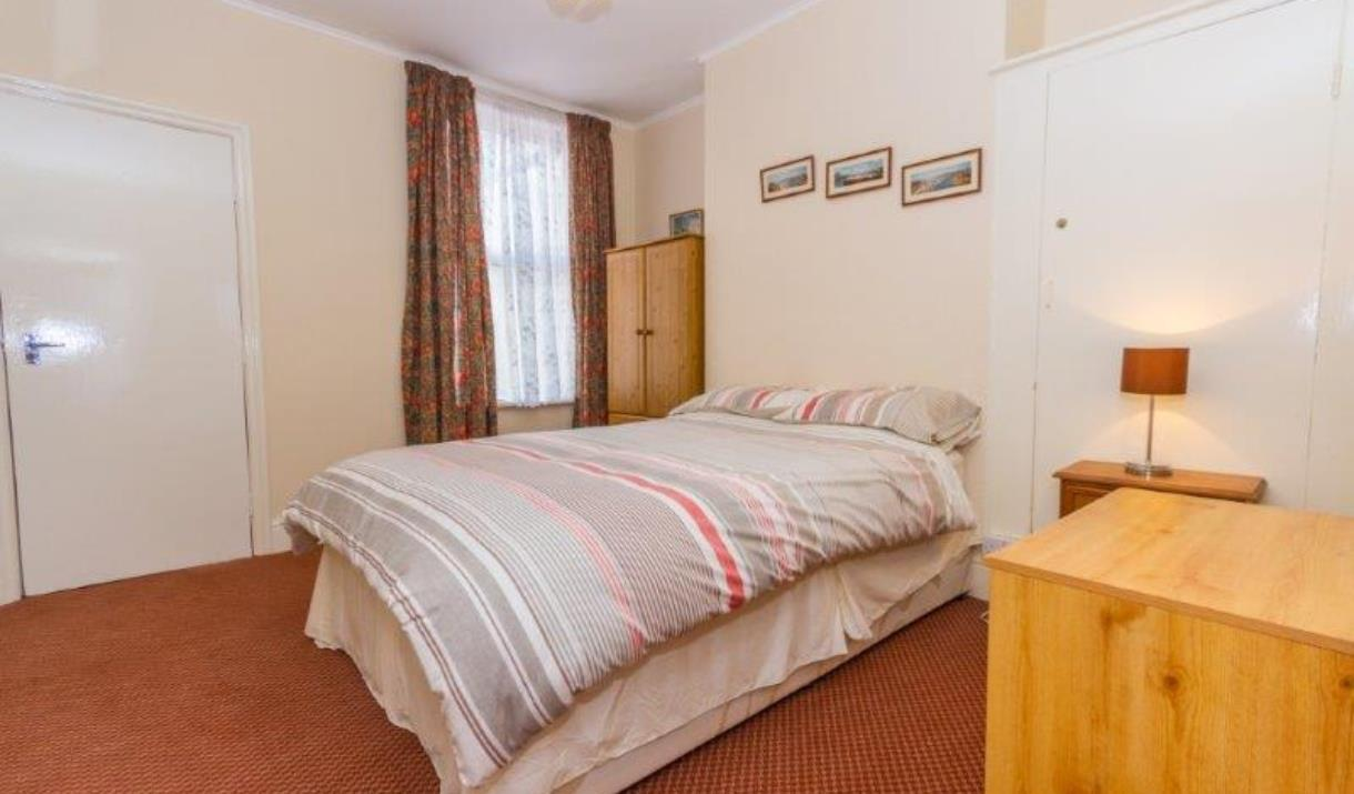 A bedroom at Sunnyside Holiday Apartments in East Yorkshire.