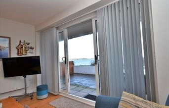 Lounge/Patio doors and view, 3 Avocet, The Cove, Brixham