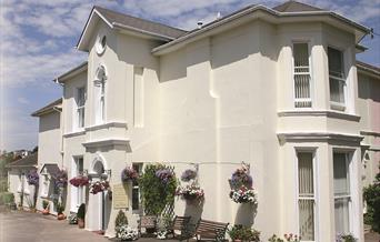 Well appointed self catering holiday apartments, Barramore Holiday Apartments, Torquay, Devon