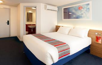 Bedroom, Travelodge Torquay, Devon