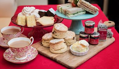Afternoon tea for two hamper contents by www.englishcreamtea.com