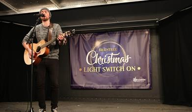 Braintree Christmas Light Switch on performer in 2019