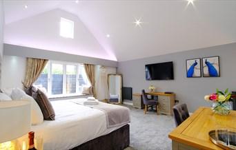The Warren The Rose Suite Bedroom