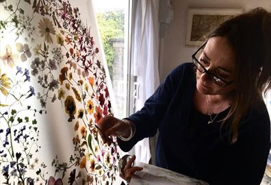 Amy Shelton: Biophilia – The Exeter Florilegium
