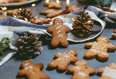 Gingerbread men surrounded with pinecones and string lights
