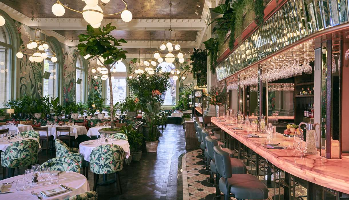 The Ivy, Exeter - pink and green floral decor