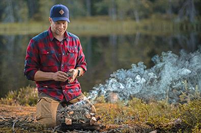Making a campfire with Fossen Friluft
