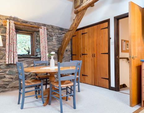 Elm How, Cruck Barn & Eagle Cottage