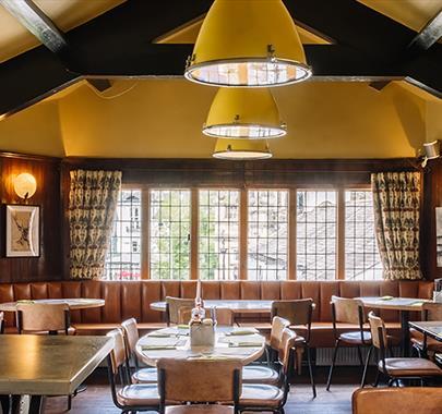 The Arts Bar & Grill