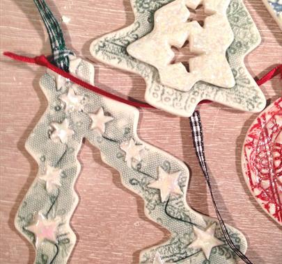 'Christmas Decorations in Porcelain' with Gwen Bainbridge