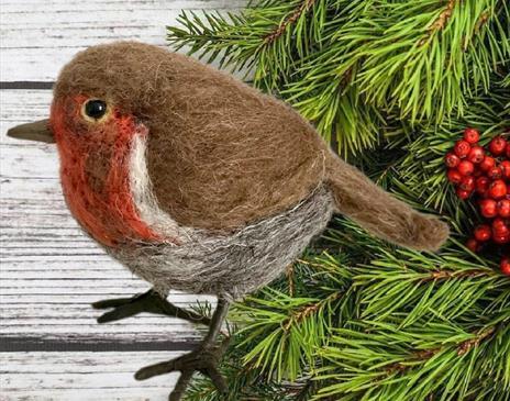 Needlefelted Christmas Robin and Mistletoe
