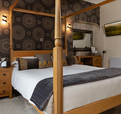 King Room with Four Poster Bed - Melrose Guest House