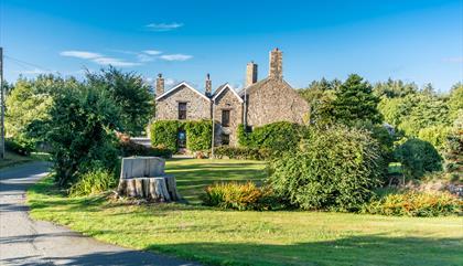 Wern Fawr Manor Farm - Bed & Breakfast
