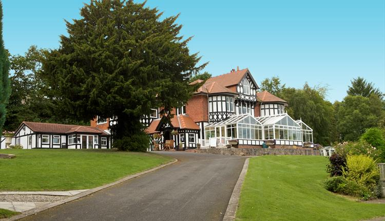 Lyons Woodlands Hall Hotel