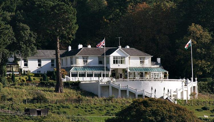 Plas Maenan Country House and Restaurant on the Rock