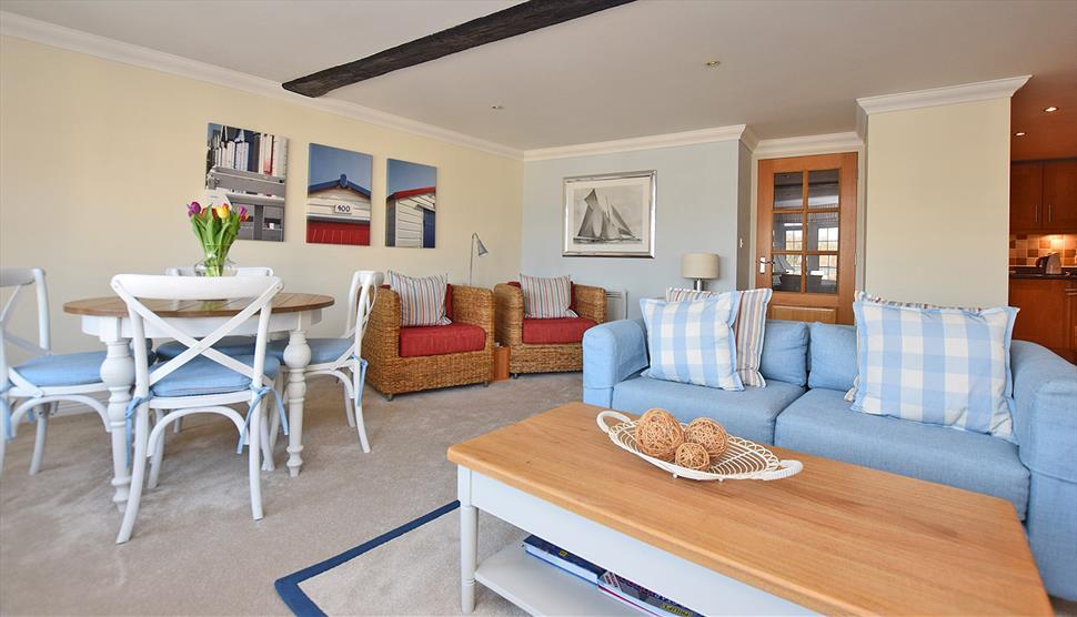 10 Admirals Court, New Forest Cottages