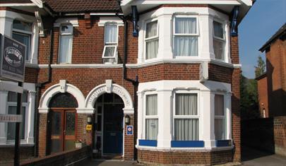 Alcantara Guest House in Southampton