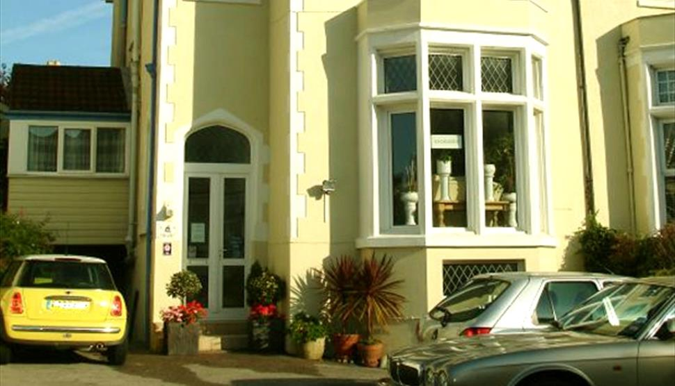 Esk Vale Guest House in Portsmouth