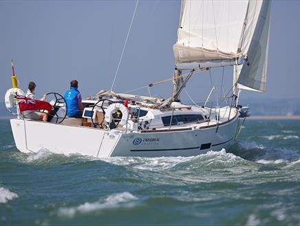 Universal Yachting - Get Afloat