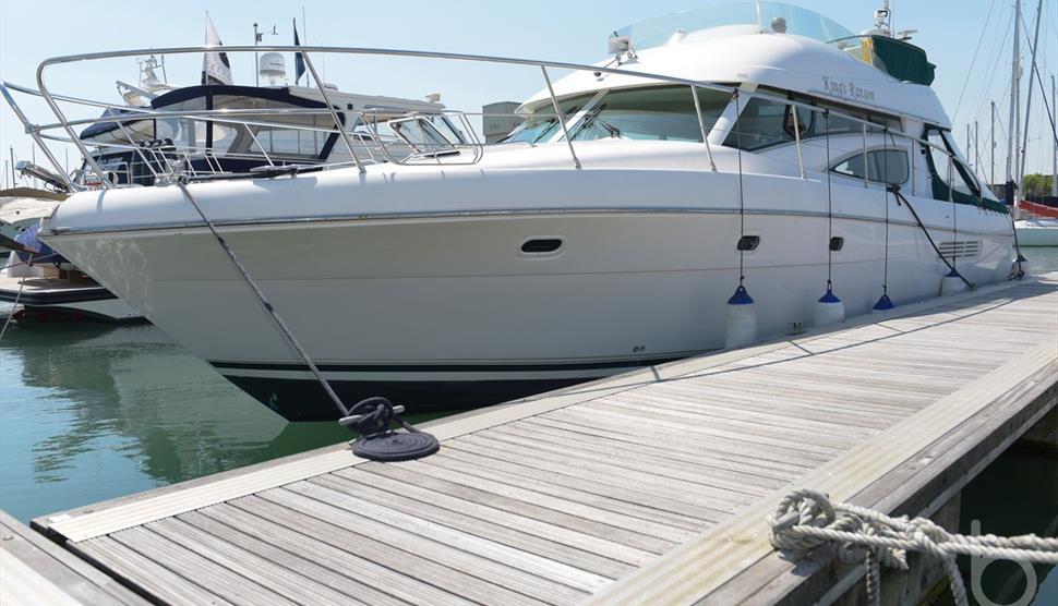 Beautiful 48ft Motor Yacht, Beds on Board