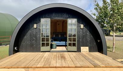 The Farley Hangar, Braishfield, Hampshire - Luxury Glamping