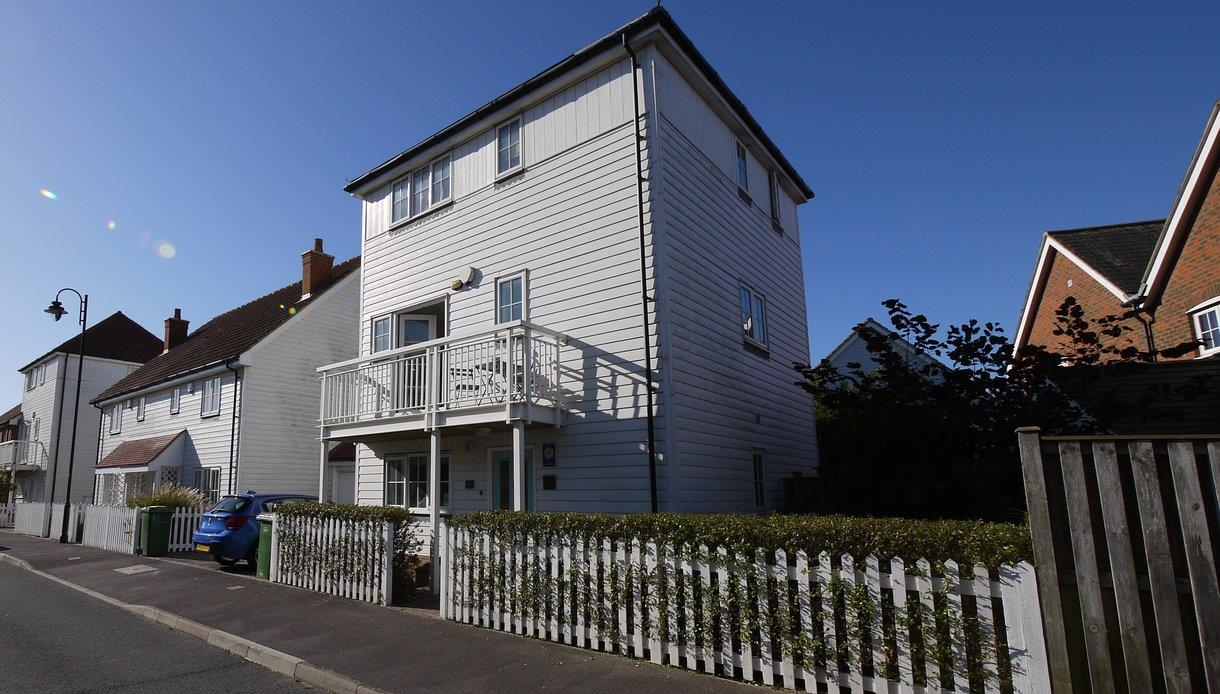 The Salty Dog, self catering holiday cottage in Camber, East Sussex.
