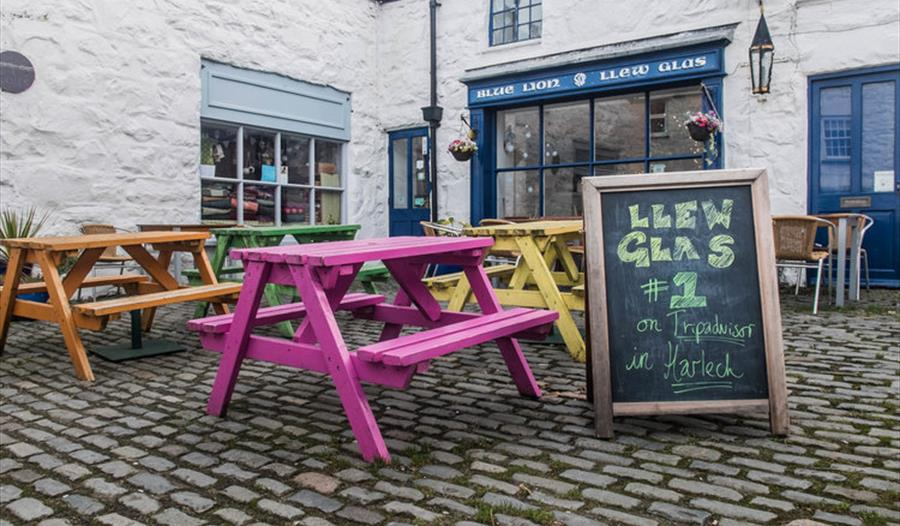 Llew Glas Café outside seating