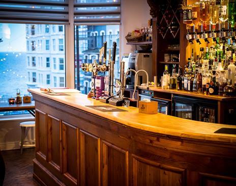 HQ Bar & Restaurant - (Mereside, Glen Mona & Rosslyn)