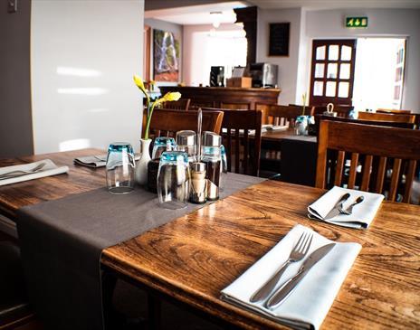 HQ Bar & Restaurant