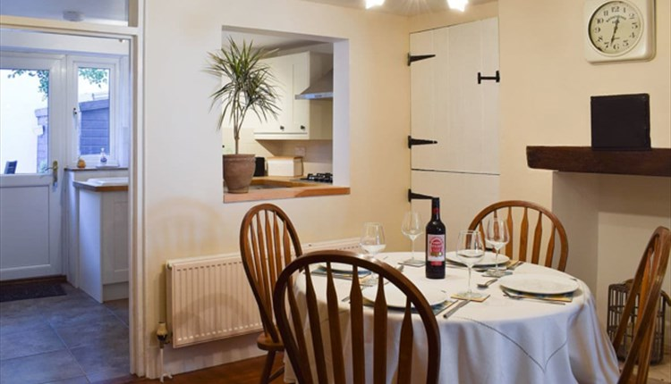 Isle of Wight, Accommodation, Self Catering, BEE COTTAGE, Sandown, Dining Room
