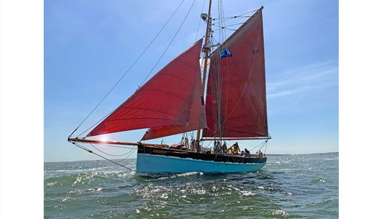 Isle of Wight, Things to Do, Sailing, First Class Sailing, Golden Vanity in full sail