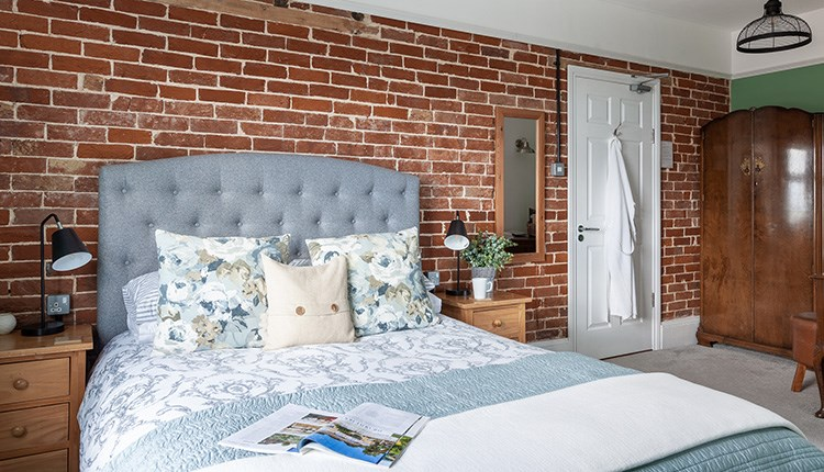 Double bedroom at The Caledon Guest House, Cowes, Isle of Wight, bed and breakfast