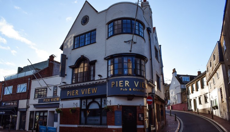 Isle of Wight, Eating Out, Food and Drink, Pier View, COWES, Image of outside of pub