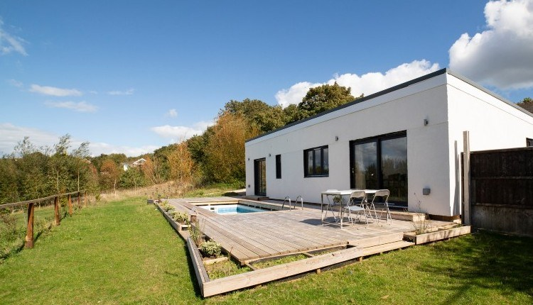 Outside pool and dining area at Sedum Cottage, Isle of Wight, self-catering