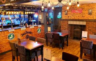 Isle of Wight, Eating Out, The Star Inn Wroxall, Star JD Bar, image of bar and seating area