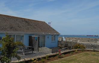 Isle of Wight, Accommodation, The Beach Retreat, Seaview, Bungalow and garden