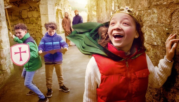 Children dressed up as kings, Carisbrooke Castle, Isle of Wight, Things to Do, What's on