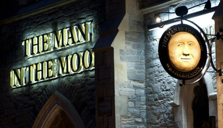 Isle of Wight, Things to Do, Eating Out, Real Ale, Pub, Man in the Moon