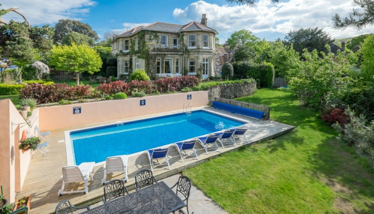 Luccombe Villa Holiday Apartments