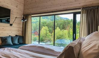 Hotellrom på Brimibue Hotell med god utsikt over elva Bøvra, Lom Jotunheimen.