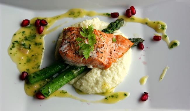 Opplev den gode maten på restauranten i Jotunheimen Fjellhotell.