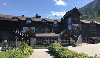 Sommarbilete av Fossberg Hotell i Lom nasjonalparklandsby