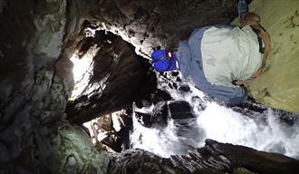 Caving, jotunheimen, guiding